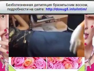 فتاة نحيفة ذات وشاح شعر تمارس الجنس مع رجل مخمور يحبها