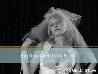 رشيقة في سن المراهقة مع الثدي ضخمة يرفع وجهات نظرها على منحرف يا برافو