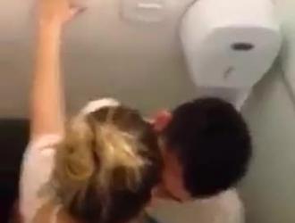الجنس في الحمام مع سيدة منغم