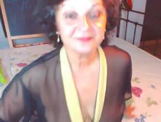 لوفي أمي الناضجة تجريب علامتها التجارية الجديدة من دسار