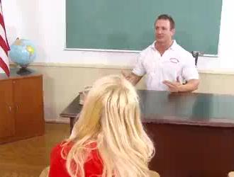لطيف تلميذة شقراء استغل من قبل أستاذ