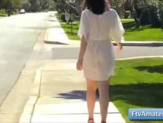 فتاة هواة ، كايلي تركب سيارة أجرة وتستعد لممارسة الجنس مع رجل سمين