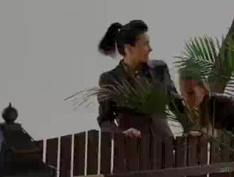 شقراء دومينا استغل من قبل فتاتين