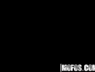 اثنان من نجوم البورنو المسلية من لوتس مارس الجنس في الهرات والحمير