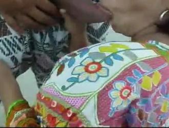فانيسا امرأة شقراء غنية تحتاج إلى تدليك مريح بدلاً من العلاج بالتدليك