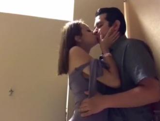 امرأة سمراء ساخنة في جوارب سوداء ، تلعب زافيرا مع بوسها بينما حبيبها الجديد يمارس الجنس