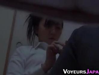 فاتنة اليابانية تمارس الجنس مع رجل محظوظ مجانًا ليس لأنها تريد صنع فيلم إباحي