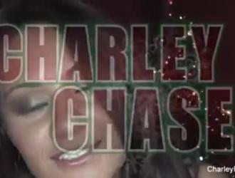 تشارلي تشيس هي جبهة مورو شقراء محطمة تحب ممارسة الجنس بشكل عرضي مع تيفاني واتسون