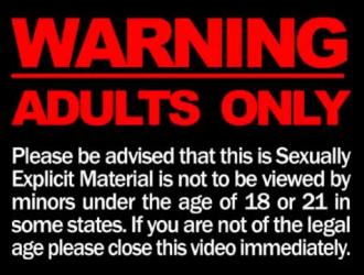 نجوم الإباحية هم في غرفة فندق ويمارسون الجنس مع بعضهم البعض بدلاً من صنع فيديو إباحي