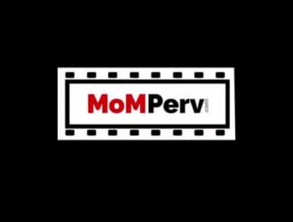 جبهة مورو مفلس في جوارب سوداء مثيرة تحب ممارسة الجنس بين الأعراق بشكل عرضي ، من حين لآخر