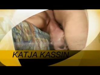 استمتعت كاتيا كاسين بمزاج المص في الثلاثي واستمتعت بكل ثانية منها