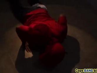 الخام المتأنق يحصل على الحمار دمرته امرأة سمراء مفلس