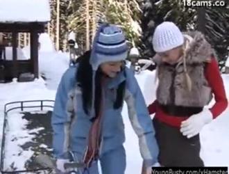 مفلس جبهة تحرير مورو الإسلامية يلعب مع الفرج لها أثناء ممارسة الجنس مع عشيقها