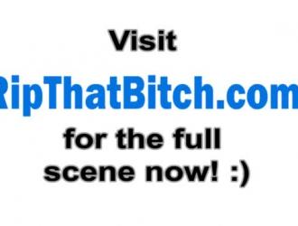 مدرب امرأة سمراء قذرة في جوارب سوداء يمارس الجنس مع فتاة شقية ، أثناء وجوده في غرفة الفندق