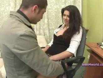 الروسية في سن المراهقة مارس الجنس من قبل طبيب محلي