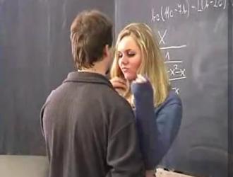 طالبة سمراء الحسية قصفت في الفصل