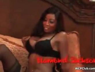 فتاة سوداء ساخنة مص الديوك الكبيرة الصعبة