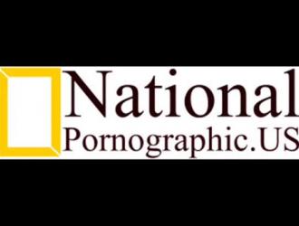زوجان عرقيان يمارسان الجنس في الهواء الطلق