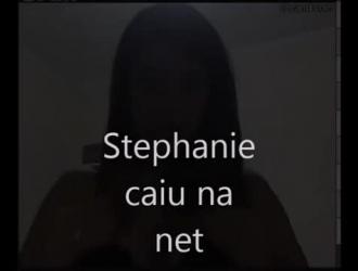 ستيفاني شقراء شقية تحب أن تكون مقيدة ، على الرغم من أن صديقها ليس في المنزل