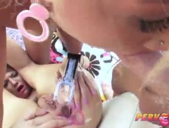 جوسي ديلانو امرأة ناضجة قذرة لديها وشم على بشرتها وتحب ممارسة الجنس على الشاطئ