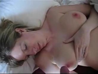 قام زوجان مثيران بتصوير مقطع فيديو بينما كانا يمارسان الجنس مثل الحيوانات البرية في الطبيعة
