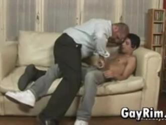 مثقوب مثلي الجنس طرفة عين يحصل له امتص الحيوانات المنوية