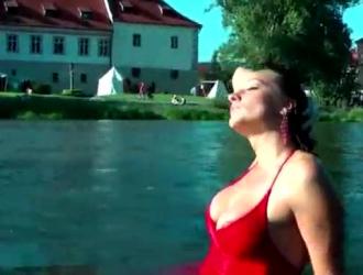 شقراء وامرأة سمراء الجنس الطرف يحصل البرية