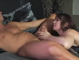 دانا دي أرموند فاتنة أسفوكد فاتنة خلال مشهد الجنس مثليه بين الأعراق