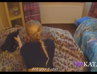 في سن المراهقة الصغيرة الموشومة ، تتعرض ألانا إيفانز للخبط في سريرها الضخم من أجل المتعة فقط