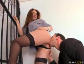 امرأة سمراء جميلة جيما غريفيث مارس الجنس من الصعب بعد مص ديك