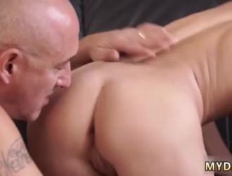 شقراء في سن المراهقة وصديقها يمارسان الجنس أمام الكاميرا ، من أجل المتعة فقط