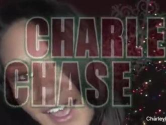شارلي تشيس ، فيكي تشيس وزوي لين على وشك ممارسة الجنس الثلاثي مع جارهم الوسيم