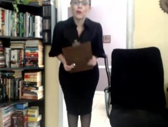 تحصل مارس الجنس جبهة مورو الحمار الكبير مع الثدي الصغيرة في غرفة التدليك بدلاً من القيام بعملها
