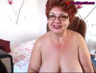 تحب الجدة قرنية ممارسة الجنس أثناء مشاهدة فتاة رائعة المظهر تقوم بذلك من أجل المال