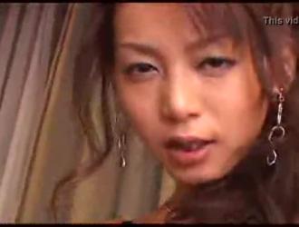 دمية يابانية قرنية تمتص الديك وتحصل على مارس الجنس