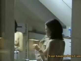 فتاة الساخنة في سن المراهقة تلعب بوسها في الهواء الطلق