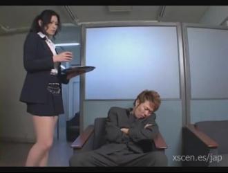 ممرضة يابانية يعطي اللسان مذهلة