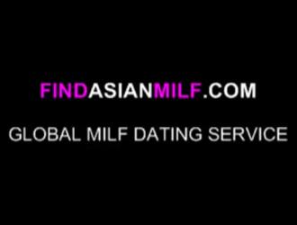 امرأة آسيوية ترتدي قميصًا أخضر تحب أن تمارس الجنس من الخلف ، حتى تقوم بممارسة الجنس