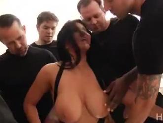 رومي رين روسية عاهرة تحب أن تمارس الجنس من الخلف في غرفة فندق