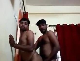 ثلاثة رجال مثليين مسمر من قبل مطارد في حفل عطلة