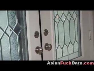 مدلكة الآسيوية يحصل عارية ويحصل على تدليك مثير