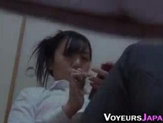 الفتاة اليابانية التدليك بوسها.