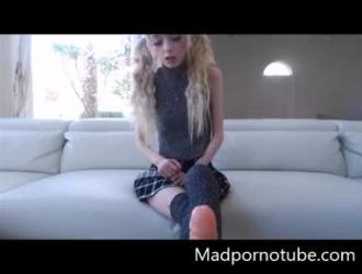 قررت فتاة هاوية وصديقتها عمل فيديو إباحي للمتعة فقط.