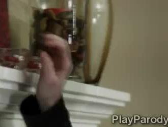 نموذج امرأة سمراء رائع اللعب على بوسها حلق على كاميرا ويب.