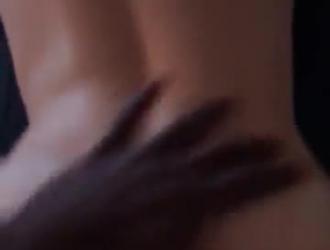 شقراء جبهة مورو أعطى اللسان لطيف لصديقها صديق قبل أن يمارس الجنس معها بشكل جيد.