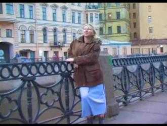 مفلس الروسية في سن المراهقة تظهر لها الثدي الطبيعية الكبيرة.