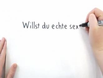 تتمتع شقراء ألمانية مثيرة في ملابس داخلية سوداء أثناء مشاهدة فتاة هواة حقيقية تمارس الجنس.