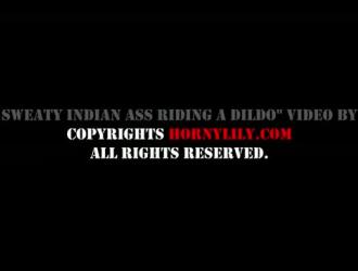 تقوم امرأة هندية بمؤخرة كبيرة بعمل فيديو إباحي مع صديقتها في الحمام.