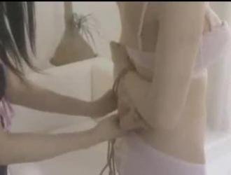 الجمال الياباني ملزمة يحصل في هزلي حار