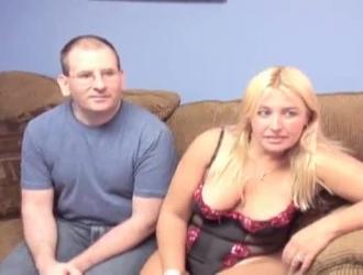 مثير شقراء جبهة مورو عشيقة مع الوحش الثدي كاثي الملاعين زوجة وصبي صغير النشوة